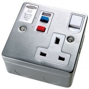 RCD Latching Sockets - RCD 1 gang switched socket - active - white
